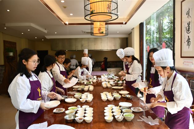 """Play with Chuançais""—— A Journey of International Department of Tangwai to the Mecca of Sichuan Culinary Art"